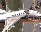 Mỹ: Máy bay gãy làm đôi vì trượt khỏi đường băng