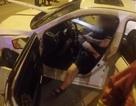 Bị đâm xuyên ngực, tài xế vẫn mải mê chơi điện thoại