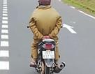 Thót tim cảnh người đàn ông chạy xe máy buông 2 tay khi đổ đèo