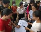 """Hàng trăm phụ huynh """"quây"""", tố trường làng lạm thu gần 8 triệu đồng trước khai giảng"""