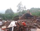 Lốc xoáy kinh hoàng thổi tốc mái nhiều ngôi nhà