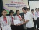 Hàng trăm suất học bổng tặng học sinh nghèo dịp đầu năm học