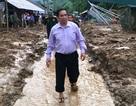 Trưởng ban Tổ chức trung ương lội bùn vào với bà con vùng lũ Mường Lát