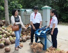 Máy bóc vỏ dừa hữu ích do hai học sinh lớp 8 sáng chế