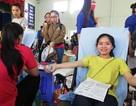 Chào mừng đại hội sinh viên, hàng trăm bạn trẻ tham gia hiến máu tình nguyện