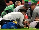 Ngôi sao MU bất tỉnh, phải thở oxy ở trận đấu với Tây Ban Nha