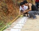 Ba chàng trai trẻ tình nguyện lập nghĩa trang chôn cất các hài nhi xấu số