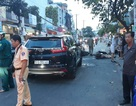 TPHCM: Ô tô húc 3 xe máy, 3 người bị thương