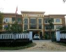 Kỷ luật Giám đốc trung tâm y tế huyện nghèo tiếp khách hàng trăm triệu đồng