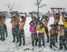 Trẻ cởi trần, khổ luyện trong bão tuyết ở Trung Quốc
