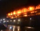 Cháy gần 1.400 xe vì một chiếc Land Rover Discovery phát nổ