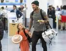 Ngọt ngào khoảnh khắc David Beckham nắm tay con gái cưng ở sân bay