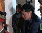 Ông Đinh La Thăng, Trịnh Xuân Thanh được che ô rời tòa
