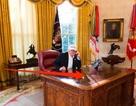 Giải mã chiếc bàn làm việc quyền lực của Tổng thống Trump