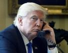 """Chuyện """"thâm cung bí sử"""" bị lộ, Nhà Trắng cấm nhân viên dùng điện thoại cá nhân"""