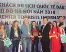 """Hà Nội chào đón vị khách quốc tế đầu tiên đến """"xông đất"""" năm 2018"""