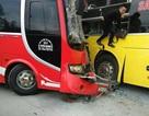 Hai xe đấu đầu kinh hoàng, hành khách phá cửa kính thoát thân