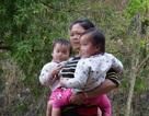 """Hàng trăm phụ nữ miền núi """"biến mất"""": Những đứa con lai mang họ mẹ"""