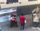 Dân mạng phẫn nộ với cha ném con sơ sinh vào thùng rác rồi bỏ đi