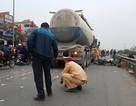 Hà Nội: Xe máy bị cuốn vào gầm xe bồn, 2 người tử vong
