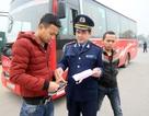 Hàng loạt xe khách dừng đỗ trái phép trên đường Phạm Văn Đồng bị xử lý