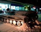 Người đàn ông say rượu ăn trộm xe thiết giáp ở Nga, gây tai nạn liên hoàn