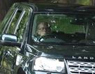Vì sao phu quân Nữ hoàng Anh vẫn tự lái xe dù 97 tuổi?
