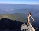 Cô gái chết cóng vì chỉ mặc bikini leo núi