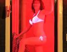 """Gái mại dâm khốn khổ vì khách du lịch thích chụp hình """"tự sướng"""" ở phố đèn đỏ"""
