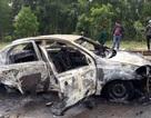 Ô tô đang chạy bỗng nhiên bốc cháy, 2 người kịp thoát thân