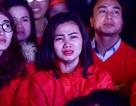 Cổ động viên bật khóc khi đội tuyển Việt Nam gục ngã trước Nhật Bản