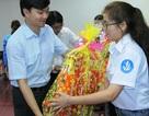 Tặng quà cán bộ Hội Sinh viên có hoàn cảnh khó khăn