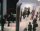 Video tranh quý ngang nhiên bị đánh cắp giữa triển lãm đông người tại Nga