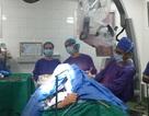 Bệnh nhân đại phẫu u não vẫn nói chuyện, hát quốc ca trong cuộc mổ
