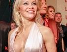 Pamela Anderson tự tin khoe ngực khủng