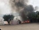 Quán nhậu trên bè cháy dữ dội, nghi do thắp hương