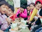 Hoa hậu H'Hen Niê trao bánh chưng Tết tận tay bà con vùng cao Sơn La