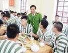 """Bữa cơm """"chuẩn vị Tết"""" dành cho phạm nhân"""