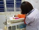 Bé gái sơ sinh bị bỏ rơi ở hành lang bệnh viện