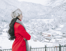 """Hoa hậu Ngọc Diễm lần đầu ngắm tuyết rơi ở ngôi làng """"thai nghén"""" Doraemon"""