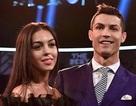 """Khoe tình yêu hạnh phúc, bạn gái C.Ronaldo bất ngờ bị chê """"không biết xấu hổ"""""""