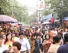 Chen chân đi lễ Phủ Tây Hồ cầu may đầu năm mới