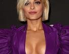 Bebe Rexha khoe ngực với váy xẻ sâu