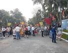 Người dân đổ về công viên chơi Tết