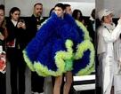 Bella Hadid lạ mắt với váy bồng