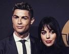 """Loạt bằng chứng cho thấy C.Ronaldo đang mê bạn gái như """"điếu đổ"""""""