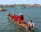 Người dân chen kín bờ sông xem đua ghe đảo thủy đầu xuân