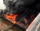 Cháy dữ dội thiêu rụi nhà hàng nổi trên sông Lô