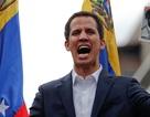 """Tổng thống tự phong Venezuela ra thời hạn 8 ngày cho quân đội để """"đổi phe"""""""