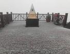 Tuyết bất ngờ rơi trắng xóa trên đỉnh Fansipan giữa tháng 2